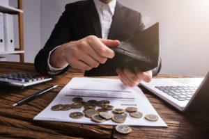 Ratenzahlungen bei Versicherungen verursachen erhebliche Mehrkosten